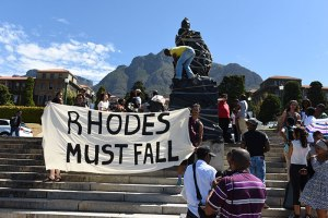 students protesting statue of Cecil Rhodes (courtesy Michael Hammond University of Capetown Daily News)