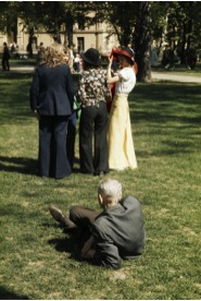 17. mai i Slottsparken (May 17th in Castle Park), c. 1975. From the Oslo Museum collections available on oslobuilder.no.